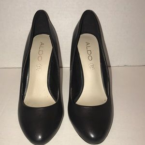 ALDO Black Pump ~ like new (SZ: 7.5)